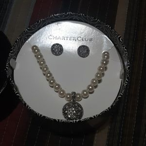 Beautiful faux pearl necklace and earring set